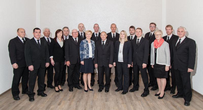 Gruppenbild mit allen Mitarbeitern © Bestattungsdienst Uhl